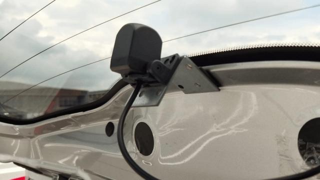 Changerのミラー型ドライブレコーダーの取り付け方 リアカメラを車内に取り付ける時はL字金具が必要な場合あり